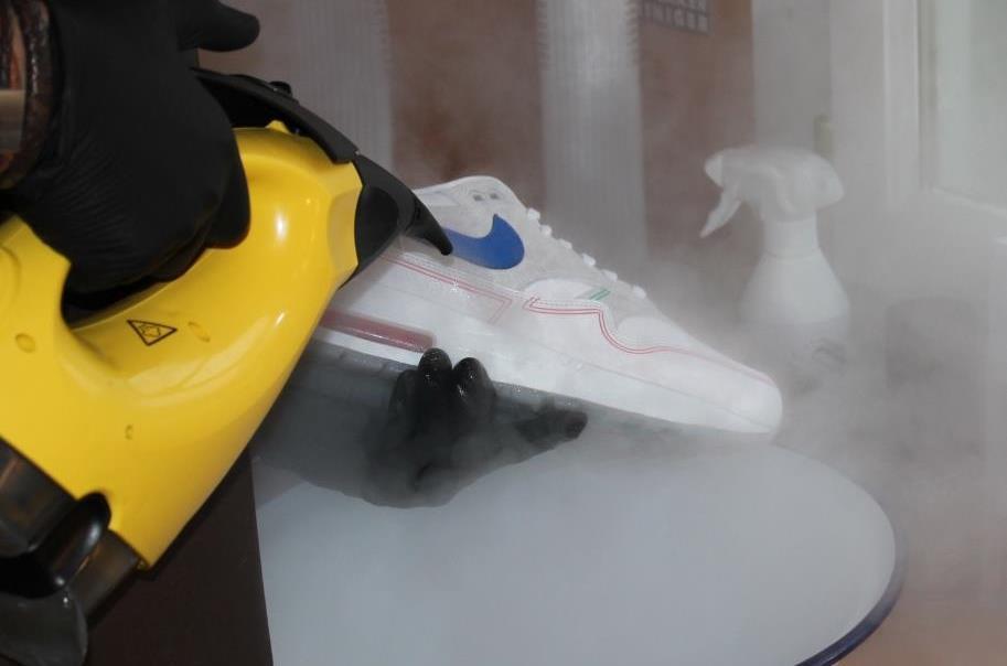 Hoe sneakers poetsen? | De Sneaker Reiniger met tips and trics